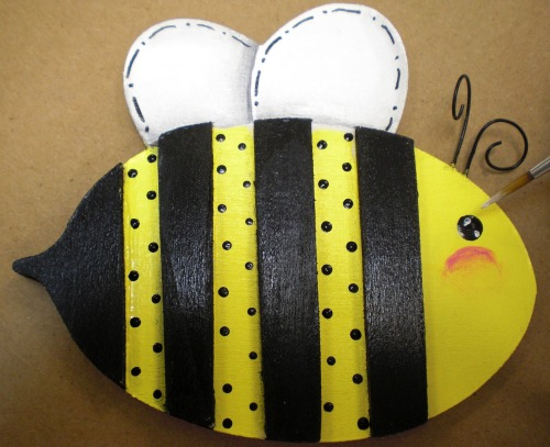 Add a twinkle to your bumble bee's eye.