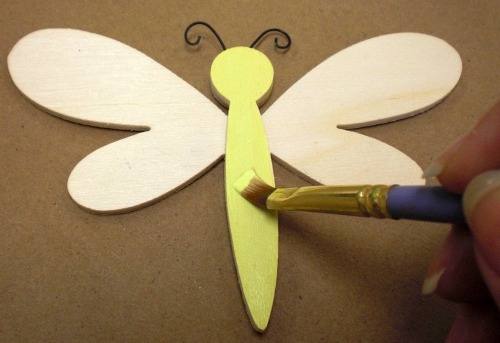 Paint the dragonfly body Lime Green.