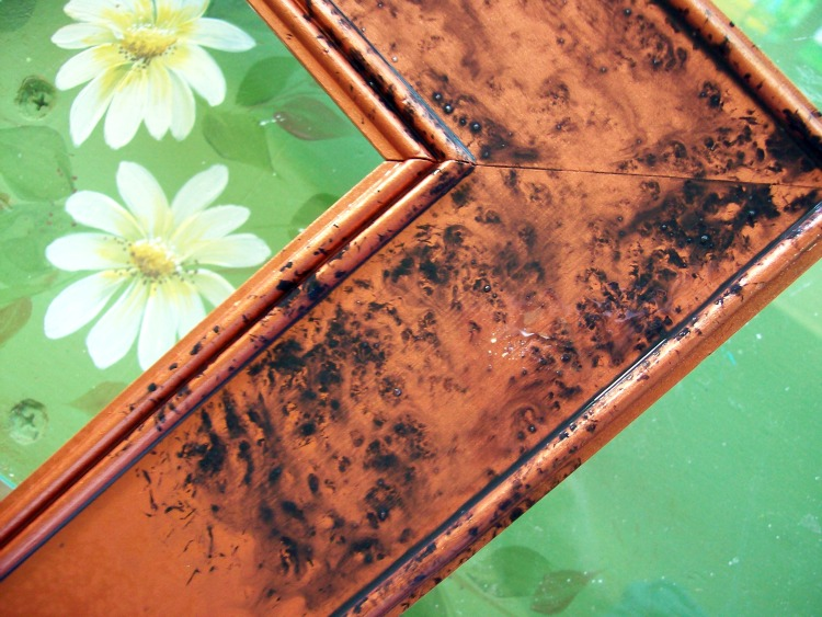 Spray the wet frame with water to get a swirling effect.