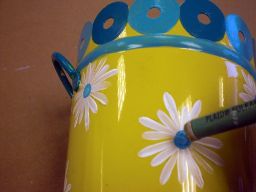 Use a dauber to make the daisy dot.
